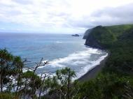Polulu valley et la plage de sable noir