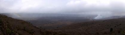 Kailaue caldera: à droite, un lac de lave qui fume depuis 2008!